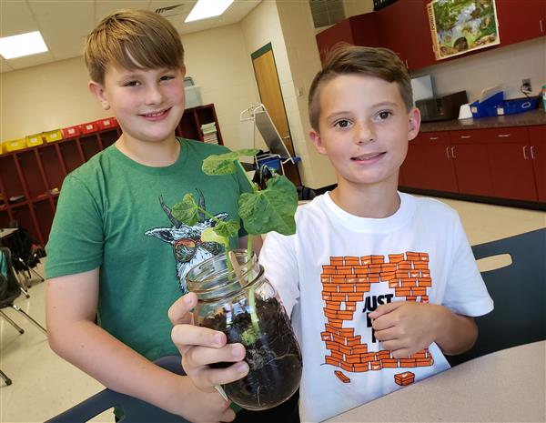 North 5th Graders Learn about Hydroponic Systems