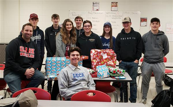 OHS Marketing Students Spread Holiday Cheer
